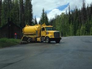Caminhão que limpa os banheiros