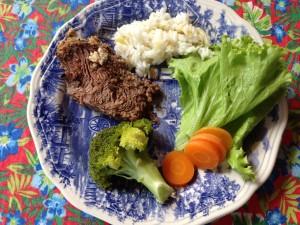 Bom apetite. Servido com arroz com amêndoas.